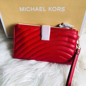 Michael Kors Bags - 🆕Michael Kors ❤️ wristlet/wallet❤️